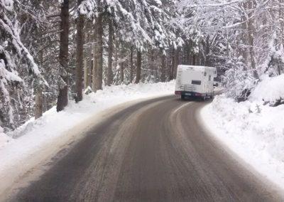 215-02-05649camper sulla neve